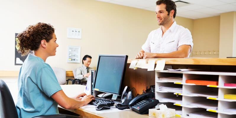 Recepcionista de clínica médica: como contratar?